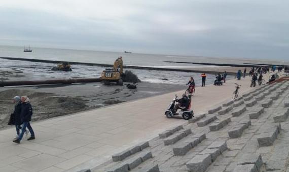Was machen die Bagger am Strand von Borkum?
