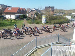 Das Frauen Etappenrennen an der Strandvilla Möwennest vorbei
